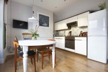 Flat to rent in Teesdale Street, London...