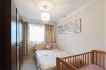 Flat to rent in Anderson Close, Acton...