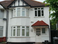 Ground Flat to rent in Fairfield Crescent...