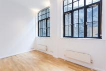 Flat to rent in Ludgate Square, London...