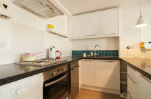 Ground Flat to rent in Brunswick Terrace, Hove...