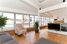 3 bed Apartment to rent in Queen Elizabeth Street...