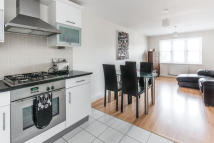 2 bedroom Flat to rent in Birdhurst Road...