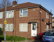 Maisonette in Laburnum Grove, Langley...
