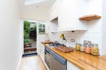 Ground Flat to rent in Bramfield Road...