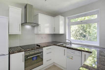 2 bed Flat to rent in Addiscombe Road...