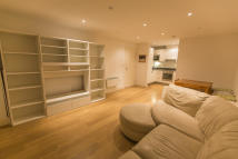 2 bed Flat to rent in Whytecliffe Road South...