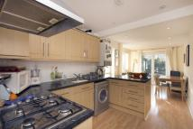 2 bed Ground Flat to rent in Disraeli Road, Putney...