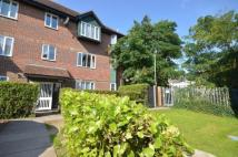 Flat to rent in Nicholsons Grove...