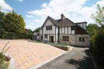 4 bedroom Detached property in Oxted
