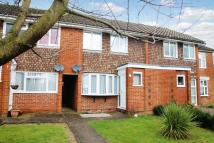 Terraced house to rent in Oxted