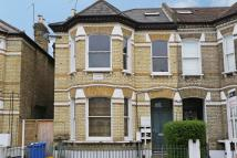 3 bedroom Maisonette in Broomwood Road...
