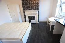 Studio flat in Rye Lane, London, SE15