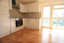 3 bedroom Flat in Leigham Court Road...
