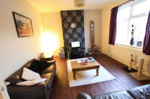 2 bed Flat to rent in Addiscombe Court Road...