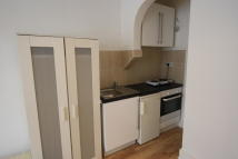 Studio flat to rent in Mersham Road...