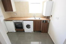 Studio flat in Waddon New Road, Croydon...