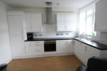 Flat to rent in Stanford Road, London...
