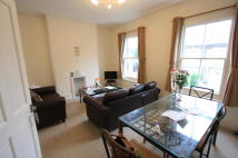 Flat in Grayshott Road, London...