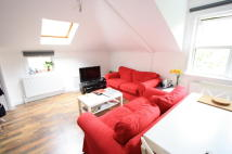 4 bed Flat in Clapham Road Estate...