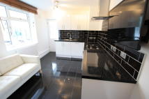 Flat to rent in Clapham Road Estate...
