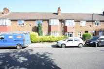 2 bed Flat to rent in Wychwood Avenue...