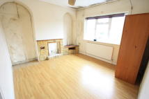 3 bedroom Flat in Central Road, Morden, SM4