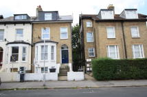 Maisonette to rent in Nicholson Road, Croydon...