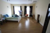 Studio apartment in LOWER ADDISCOMBE ROAD...