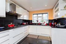 5 bedroom Detached home to rent in Jellicoe Gardens...