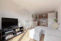 Flat to rent in Durnsford Road, London...