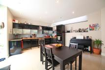 Ground Flat for sale in Chatsworth Road, London...