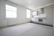 Flat to rent in Barnes High Street...