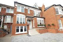 1 bedroom Flat in Dukes Avenue...