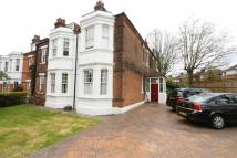 Flat to rent in Eglinton Hill...