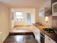 Apartment to rent in Chadwick Road, Peckham...