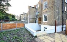 2 bed Flat to rent in 5 Parkfield Road...