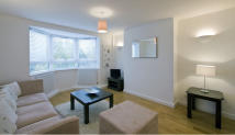 2 bed Flat in Kew Bridge Court...