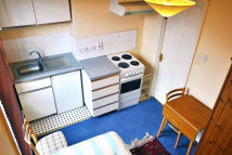 Studio flat in Sulgrave Road...