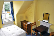 Studio flat in Ravenscroft Road...