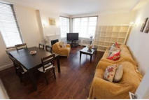 2 bedroom Flat to rent in Lowndes Square...