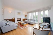 4 bedroom Flat in St Mary Abbots Terrace...