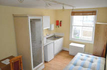 Studio apartment to rent in Claverton Street...