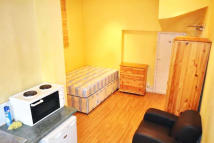 Studio flat to rent in Avenue Gardens...