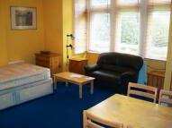 Studio apartment in Chiswick High Road...
