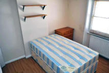 Studio apartment to rent in Princes Square...