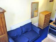 Studio flat to rent in St Stephens Gardens...