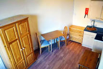 Studio apartment to rent in Avenue Gardens...