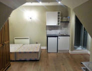 Studio apartment to rent in Bedford Hill, Balham...