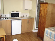 Studio apartment to rent in Lynton Road, Acton...